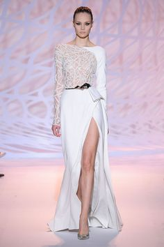 Zuhair Murad – 88 photos - the complete collection Haute Couture Paris, Haute Couture Gowns, Style Couture, Haute Couture Fashion, Beautiful Gowns, Beautiful Outfits, Glamour, Zuhair Murad Dresses, White Long Sleeve Dress