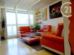 Řez stromů: Ořešáky   Dům a zahrada - bydlení je hra Couch, Furniture, Home Decor, Settee, Decoration Home, Sofa, Room Decor, Home Furnishings, Sofas