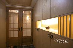 21세기에 한옥에서 사는 법, 현대와 과거가 공존하는 퓨전 한옥 인테리어 (출처 Seulki Jo )