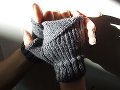 FREE Fingerless Mittens Knitting Pattern