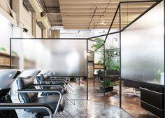 Takehiko Nez adds folded screens to a hair salon in Japan