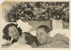 Norma Shearer and Irving Thalberg with baby Katharine in Hollywood Icons, Golden Age Of Hollywood, Vintage Hollywood, Classic Hollywood, Irving Thalberg, Happy Heavenly Birthday, Four Movie, Norma Shearer, Becoming An Actress