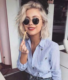 Wavy hair is looking really good on bob hairstyles. They are the biggest hair tr… Wavy hair is looking really good on bob hairstyles. They are the biggest hair trend and many women like these two together.Bob Hairstyles for women 2017 new Images Of Bob Hairstyles, Bob Hairstyles 2018, Hair Images, Short Hairstyles For Women, Cool Hairstyles, Beautiful Hairstyles, Hairstyle Pictures, Hairstyle Ideas, Fashion Hairstyles