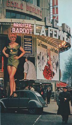 Brigitte Bardot up in lights on the Champs Elysées, Paris, Photo by Robert Doisneau. Robert Doisneau, Paris Vintage, Old Paris, Retro Vintage, Vintage Photography, Street Photography, Colour Photography, Urban Photography, White Photography
