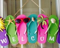 Flip Flop Wreath Summer Wreath Spring Wreath Welcome - Craft Ideas Summer Crafts, Holiday Crafts, Diy And Crafts, Wreath Crafts, Diy Wreath, Deco Mesh Wreaths, Door Wreaths, Flip Flop Art, Couronne Diy
