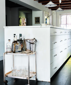 24 Clever Kitchen Hacks For Decor-Lovers Floating Corner Shelves, Table Shelves, Home Organization Hacks, Storage Hacks, Small Space Living, Small Spaces, Tiny House Cabin, Compact Living, Tiny House Movement
