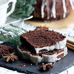 """Eins der beliebtesten Rezepte im Wunderland: Gewürzkuchen. So einfach, so unglaublich gut! Einfach auf dem Blog nach """"Gewürzkuchen"""" suchen. Ich pack derweil meine Sachen. Morgen gehts zurück in die Heimat. - - - - - One of the most clicked recipes on the blog: spiced cake. Easy prep and oh so delicious. - - - - - #spicedcake #gewürzkuchen #Weihnachten #christmas #christmascake #christmastreat #weihnachtskuchen #weihnachtsbäckerei #maraswunderland #foodphotography #foodporn #foodstyling…"""