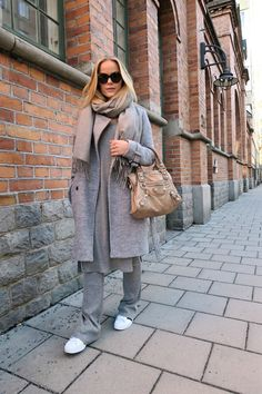 joannafingal - Joanna Fingal blogg: ALL GREY - Nouw
