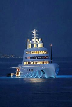 Luxury Yacht - http://richieast.com/