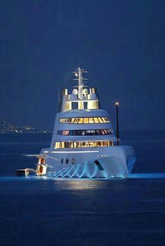 Luxury Yacht - http://richieast.com/