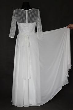 Svatební šaty s tylem s kulkami a kruhovou sukní   Zboží prodejce Dyona 63bcfc547e