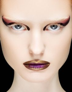 I like how she doesn't have eye Brows. that is very Alien.