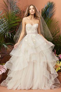 c56f7c2bf808 Wedding Net Row Floral Strapless Couples With Multi-layer Neckline Wedding  Dress. Vestiti Da Cerimonia NuzialeVeli Da SposaQuinceanera DressesAbiti Da  Ballo ...