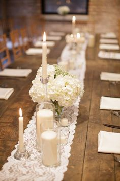 Chic rustic wedding centerpiece; photo: SARAH POSTMA PHOTOGRAPHY