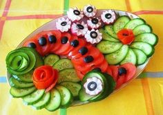 Fab Festive Fruit Platter Arrangememt: DIY Festive Fruit Platter for Christmas and Holiday or Any Party: Party Fruit Serving Idea Veggie Art, Vegetable Snacks, Veggie Platters, Food Platters, Party Platters, Food Carving, Food Garnishes, Garnishing, Edible Arrangements