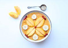 Puuthie eli puurosmoothie gluteenittomista kaurahiutaleista ja mango-bataatti-persikkasmoothiesta