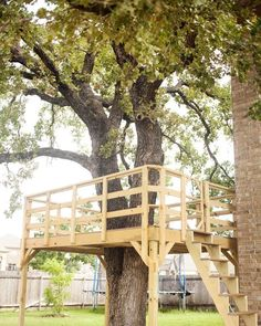 9 best treehouse ideas for kids - cool diy tree house designs backyard fo. Tree House Deck, Simple Tree House, Tree House Plans, Diy Tree House, Tree House Playground, Backyard Treehouse, Treehouse Ideas, Playhouse Outdoor, Outdoor Play