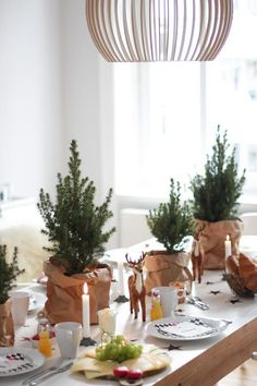 fabulous ideas for the perfect christmas table you must check! Scandinavian Christmas, Rustic Christmas, White Christmas, Christmas Holidays, Christmas Crafts, Minimal Christmas, Natural Christmas, Simple Christmas, Christmas Table Settings
