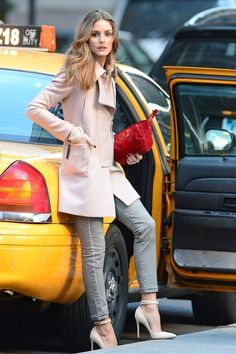 Mix your autumnal shades for an update look like Olivia Palermo. Pink and red colors perfectly match.