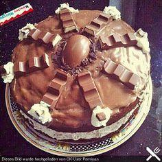 Kinderschokolade-Torte Kinderriegel Torte Oh God please, please, please for the birthday ! Chocolates, No Bake Desserts, Delicious Desserts, Yummy Food, Sweets Cake, Cupcake Cakes, Cupcakes, Torte Au Chocolat, Baking Recipes