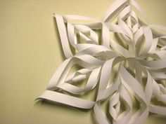 Project : Paper Christmas Decorations • Lot's of tutorials, including this cool paper snowflake by 'Cut Out and Keep'!