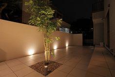 壁面を照らす ハンワホームズ株式会社 大阪府K様邸 Spectacular garden lighting by lighting professionals. Enjoy a dramatic, romantic, even mysterious scene comparing to a day time.