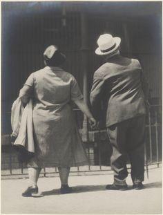 Couple at the Zoo, Berlin.; Tina Modotti (American, born Italy, 1896 - 1942); Berlin, Germany; 1930; Gelatin silver print; 22.7 x 17.1 cm (8 15/16 x 6 3/4 in.); 86.XM.514.1