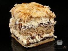 Prajitura prajiturilor - indeed, in Romanian, the cake of cakes Romanian Desserts, Russian Desserts, Romanian Food, Cake Recipes, Dessert Recipes, Delicious Deserts, Square Cakes, Sweets Cake, Dessert Drinks