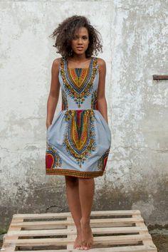vetement-africain-robe-silhouette-sablier-mi-longue-coiffure-africaine