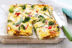Tasty hot or cold, this frittata is also easily transportable, so it's perfect for popping into lunch boxes. See notes section for FODMAP diet tip. Fodmap Recipes, Diet Recipes, Cooking Recipes, Vegetable Recipes, Healthy Recipes, Low Fodmap Vegetables, Mixed Vegetables, Dieta Fodmap, Cocina Light