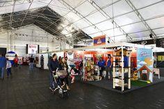 A feira está começando a esquentar e tem opções de comidas para todas as idades. Fotos: André Rodrigues/Gazeta do Povo