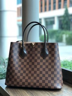 c37ddb739cdd LV Shoulder Tote Louis Vuitton Handbags New Collection to Have