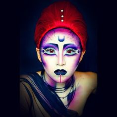 Grab your red wig and re-create this intergalactic #Halloween makeup.