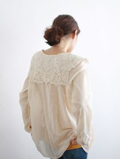 lace back collar! Love Fashion, Fashion Beauty, Fashion Outfits, What To Wear Today, How To Wear, Putting Outfits Together, Sewing Blouses, Romantic Outfit, Feminine Dress