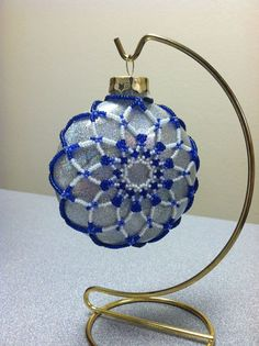 """Beaded Ornament Cover -Snowflake on a Flat Glass Ornament 2014 (no info; I am not the """"user"""") Crochet Christmas Ornaments, Glitter Ornaments, Beaded Ornaments, Holiday Ornaments, Handmade Christmas, Christmas Crafts, Christmas Balls, Beaded Ornament Covers, Beaded Jewelry"""