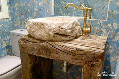 9.1 lavabo_traviesas_tren_las_tres_sillas_2 Rustic Bathroom Decor, Wooden Bathroom, Rustic Bathrooms, Bathroom Sink Design, Bathroom Interior Design, Interior Decorating, Nautisches Bad, Zen Interiors, Industrial Home Design