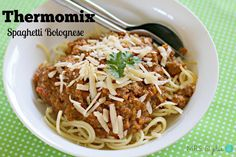 The best ever thermomix Spag Bol - have tried a few TM bolognese recipes but this one is the best! Mince Recipes, Pasta Recipes, Savoury Recipes, Spagetti Bolognese Recipe, Spag Bol Recipe, Bolognaise Recipe, Main Meals, No Cook Meals, Cooker Recipes