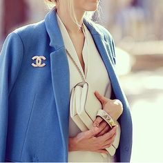 fashion-clue: The latest trends, models and outfits on Street… Trench Coats, Chanel Brooch, Blazers, Girly, Chanel Fashion, Elegant Outfit, Up Girl, Kawaii, Classy Outfits