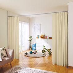 セシールの間仕切りカーテンポール(カーテン付き) 13,932円の販売ページです。初めてのご注文は全商品送料無料ほか、ポイントサービスや豊富なお支払い方法でお手軽・安心なショッピングをお楽しみいただけます。プチリフォーム感覚で必要なときにお部屋や子供部屋をカーテンでサッと間仕切り。市販のカーテンにも対応したカーテンレールを採用しているので、お部屋の模様替えにもおすすめの突っ張りパーテーションです。ソファと書棚をこのパーテーションで間仕切れば簡易の書斎に。