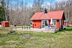 Keltainen talo rannalla: Kaksi kotia