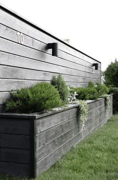 Amazingly Creative Long Planter Ideas for Your Patio 49 Back Gardens, Outdoor Gardens, Diy Flower Boxes, Wood Flower Box, Long Planter, Fence Design, Diy Design, Modern Design, Design Ideas