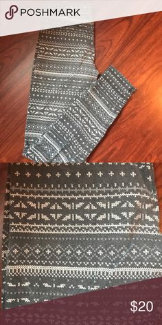 Abercrombie & Fitch leggings Printed Abercrombie leggings, small Abercrombie & Fitch Pants Leggings