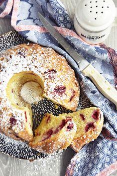 Recipe for super juicy yoghurt-raspberry gugelhupf from the .- Rezept für supersaftigen Joghurt-Himbeer Gugelhupf aus dem Backbuch Jeannys Lieblingskuchen Recipe for super-juicy yoghurt-raspberry ring cake from the baking book of Jeanny& favorite cake - Pastry Recipes, Baking Recipes, Dessert Recipes, Cupcake Recipes, Pie Recipes, Bolo Cake, Cake & Co, Avocado Dessert, Oreo Dessert
