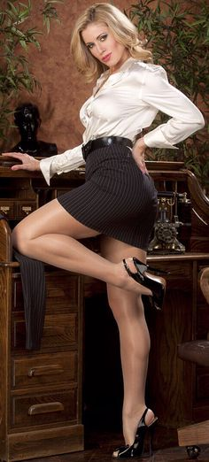 Секс фото в чулках и в мини юбках