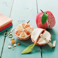 Adorable pincushion/sewing kit pattern.  I have been needing to make a new pincushion, look how cute!