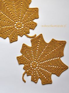 Autumn Leaf Free Crochet Pattern Decorate your home with this amazing Autumn Leaf. This lovely design will be great as a coaster, wall decoration or attached to other crochet beauty – blanket or th… Crochet Feathers Free Pattern, Crochet Leaf Patterns, Halloween Crochet Patterns, Crochet Leaves, Crochet Fall, Crochet Buttons, Irish Crochet, Crochet Flowers, Crochet Hooks