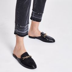 Croc embossed faux leather fabric upper Patent finish Gold tone chain detail Backless design Slip on style