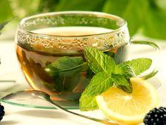 """Decongestionante, questa bevanda è un ottimo alleato per alleviare la tosse secca, il raffreddore e il mal di gola. Un consiglio in più? Aggiungete nel tè alla menta delle gocce o una fetta di limone(www.ambientebio.it)---------da""""menta""""diⓛⓤⓐⓝⓐ"""