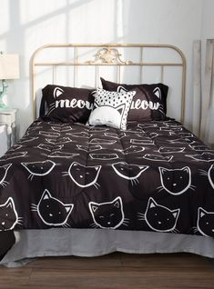 Luxury Bedding Sets On Sale Product Cat Bedroom, Dream Bedroom, Bedroom Decor, Master Bedroom, Queen Bedding Sets, Queen Beds, King Queen, Girl Bedding, Black Comforter