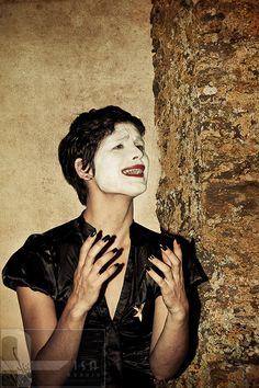 """Aisa Araújo Fine Art Photographer in Barcelona. #selfportrait . Based on Edith Piaf  """"Cri du coeur; Et toujours, toujours, quand je chante,Cet oiseau-là chante avec moi.""""    Projecto: """"Je est un autre"""""""
